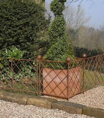 Ball-Top Planter + Fence